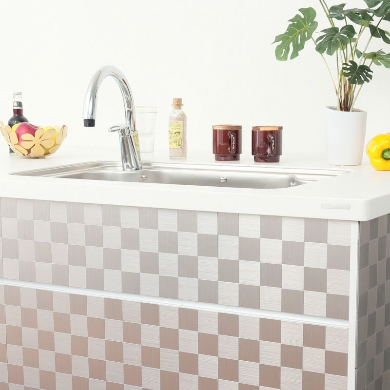 水にも熱にも強く、キッチン、洗面所、トイレや小物にも。