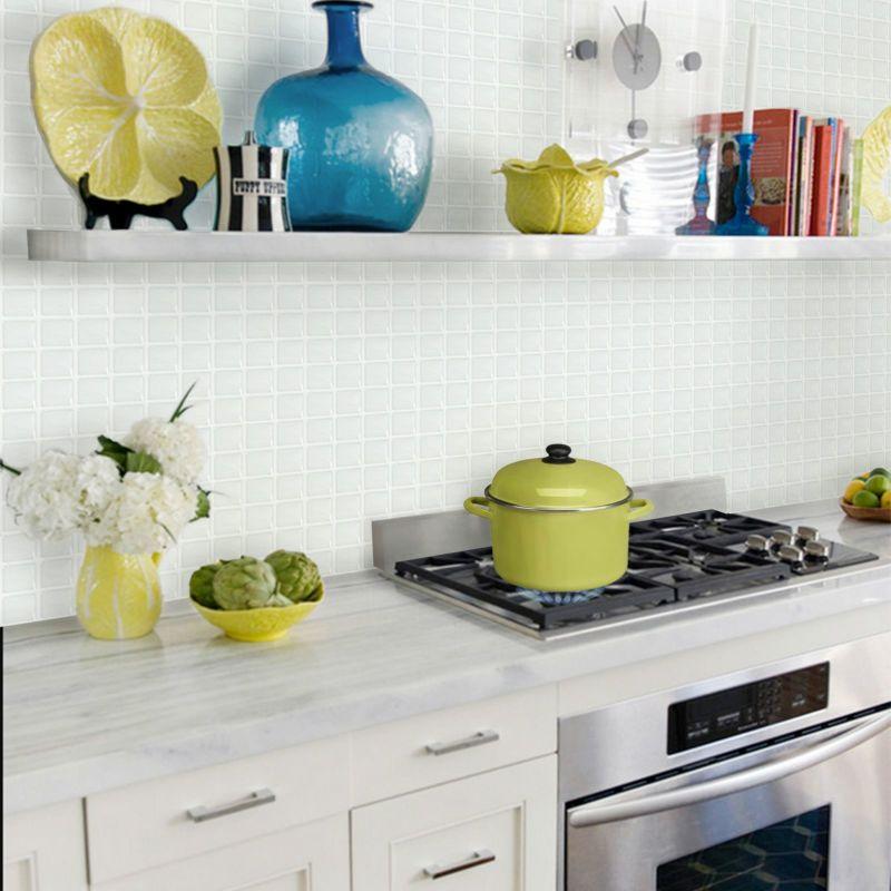 貼るだけで清潔感のあるキッチンに
