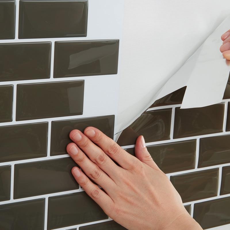 壁に直接貼りたくないものの下地にも使えます。いままであきらめていたDIYにも気軽にチャレンジ。