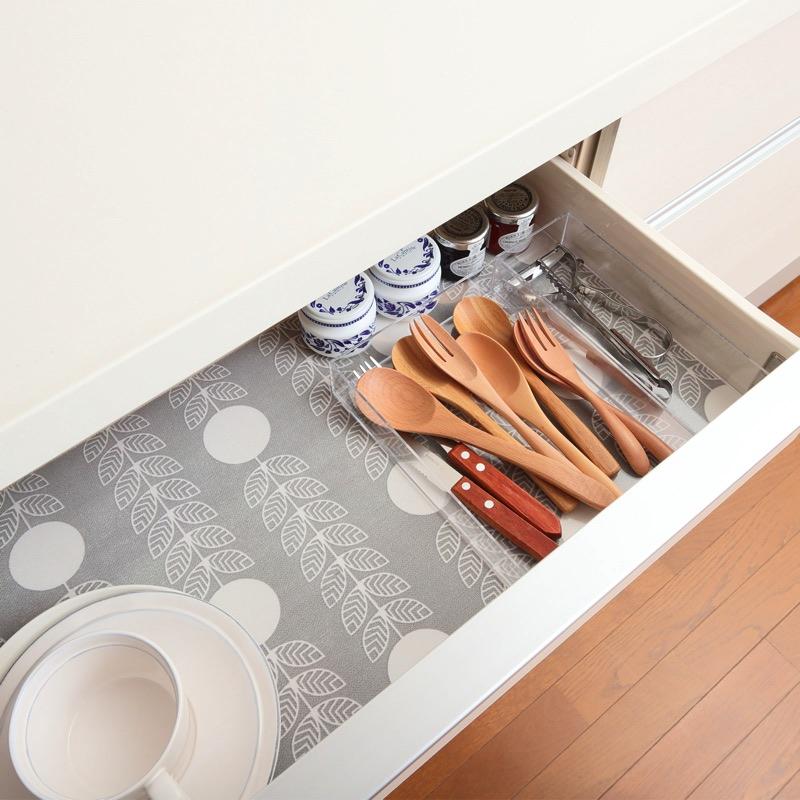 食器棚、引き出し、下駄箱など多目的に使えるクッション性のある滑り止めシート。