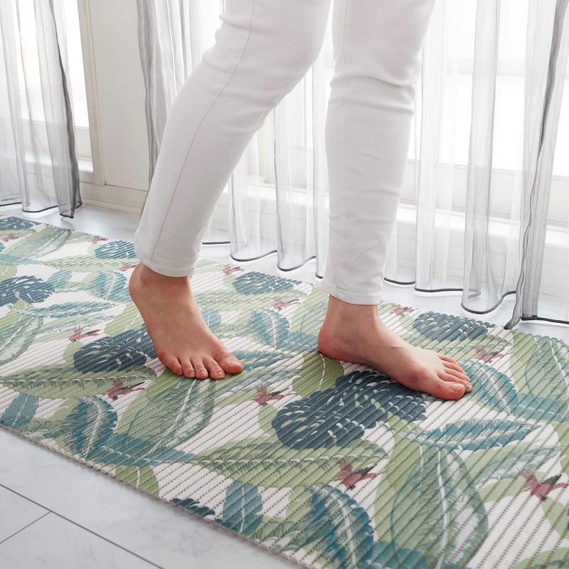 室内だけでなく屋外でも使えるメッシュ素材のクッションシート。より広い面積に使えるロングタイプ。