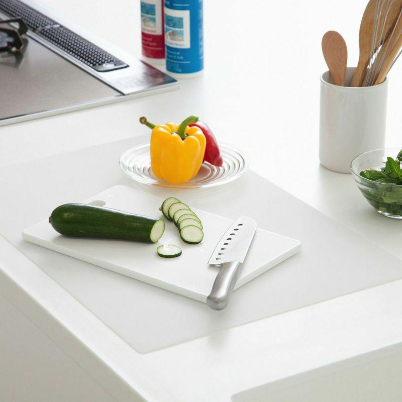 調理台をキズや汚れから保護するシリコン製のマット