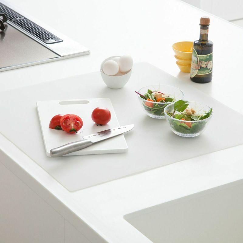 調理台をキズや汚れから保護するシリコン製のマット。60×60?サイズ。