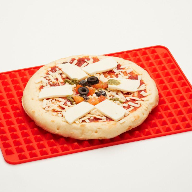 ピザ、お菓子も