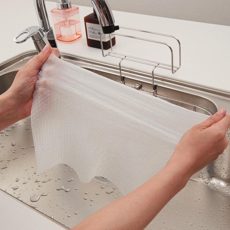 洗って絞ってくり返し使え、丈夫で破れにくく、吸収性のあるクロスです。