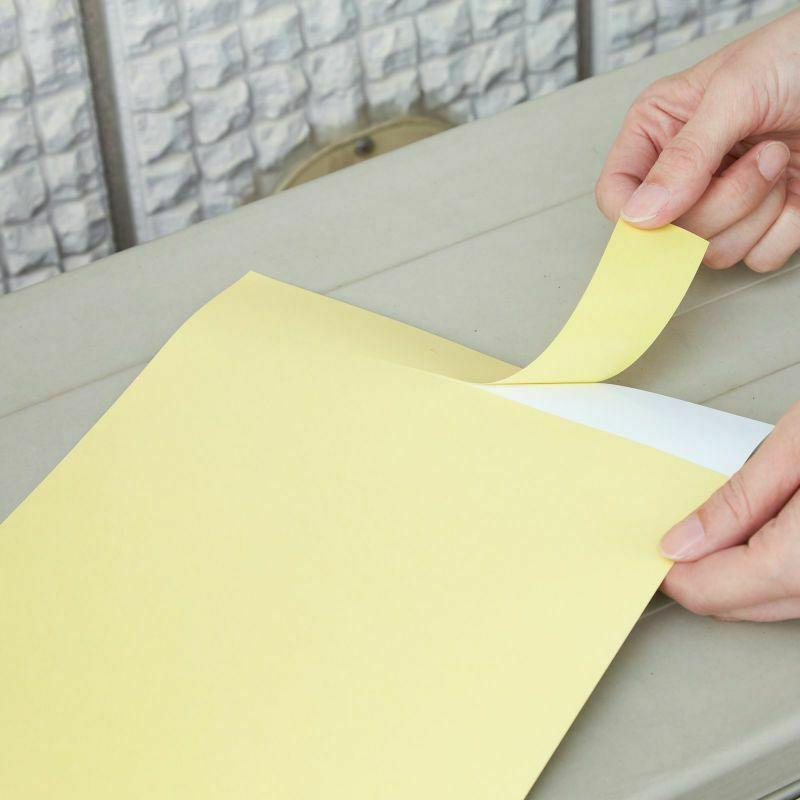3.幅の狭い剥離紙をはがして仮止めします。