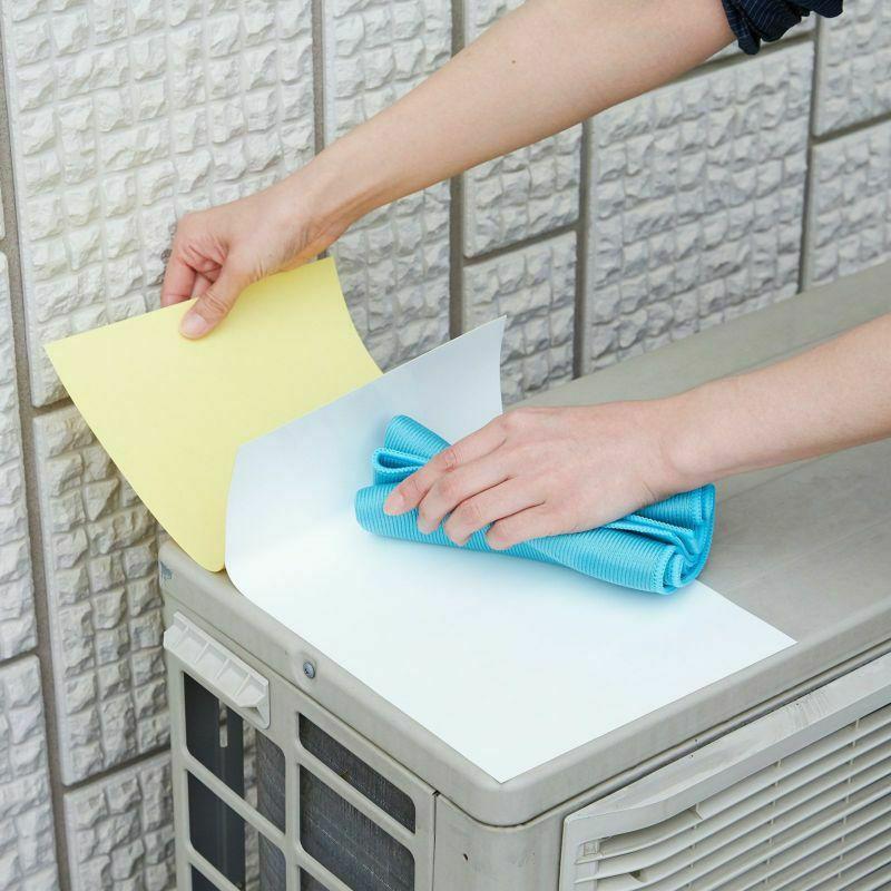 4.剥離紙を少しずつはがしながら貼ります。