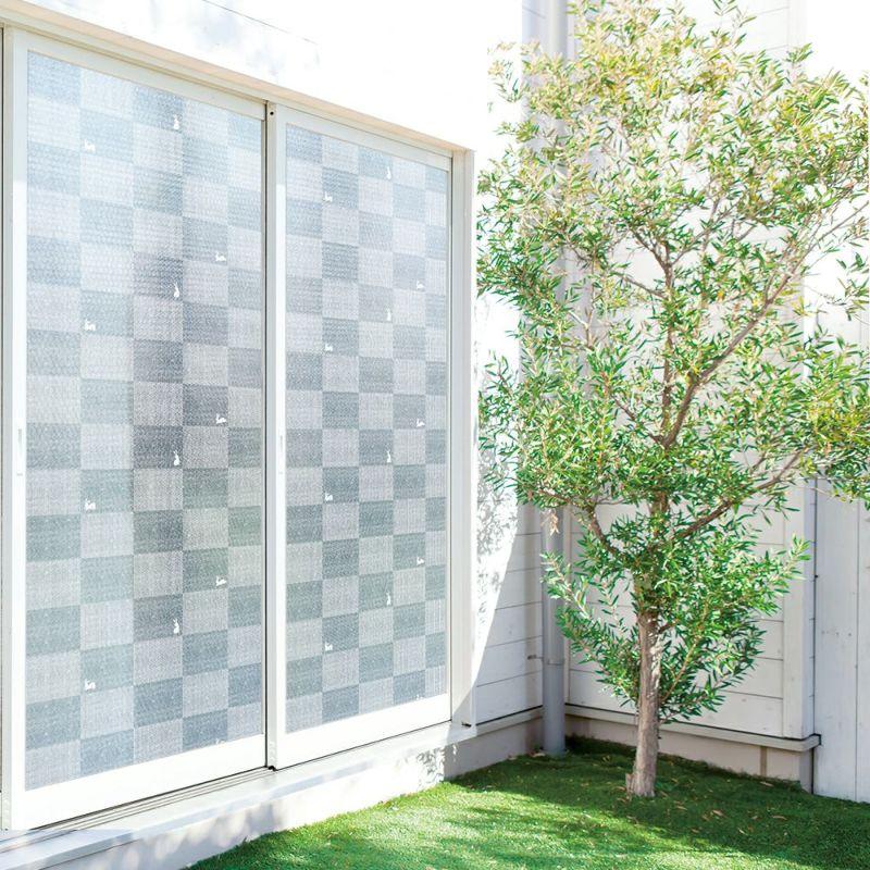 屋外に貼ることで網入りガラスにも使える断熱シート。