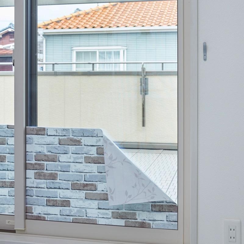 室内の窓ガラスに貼って室内の結露を吸水&屋外からの冷気を防ぎます。