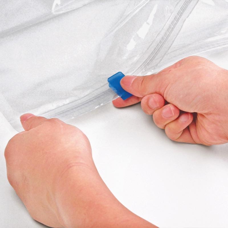 [チャック&スライダー]空気がもれにくい2重チャック構造。圧縮袋に取り付け済みのスライダーで簡単に閉められます。