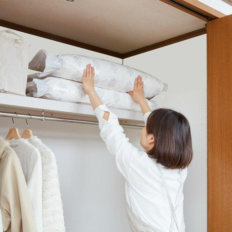 半分に折って押入れの棚上にも収納可能。
