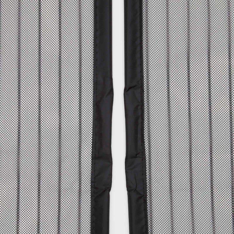 中央部に9cmと3.5cmのマグネットが交互に入っています。