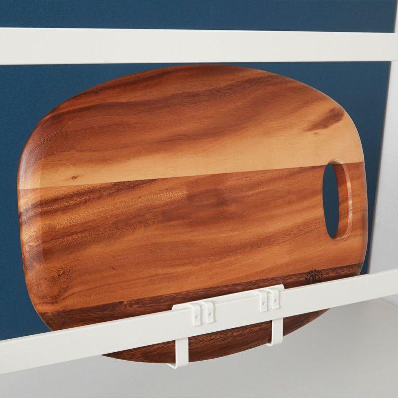 ラックの3面どこでも取り付けできるまな板やフタ置き。