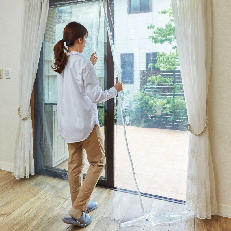 窓枠に取り付けるだけで二重窓構造に。保湿効果約18℃アップ。