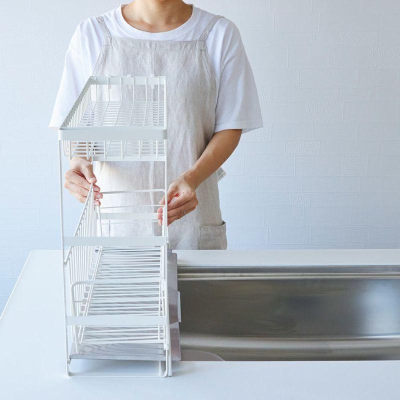 シンク横約16cmのスペースに置けるスリムタイプ。